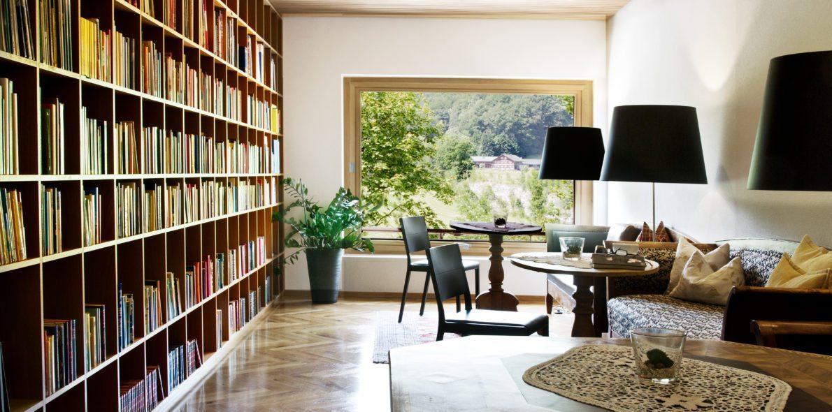Bibliothek des 4* Hotel Krone in Au, Bregenzerwald