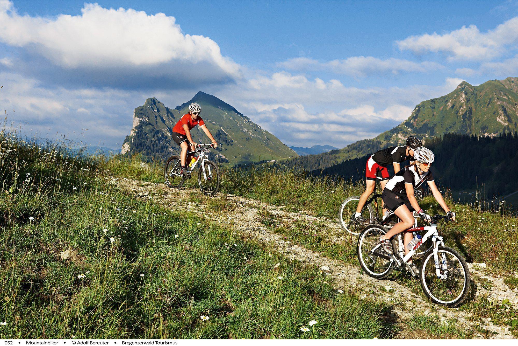 Sommeraktivitäten im Bregenzerwald Radfahren Hotel Krone Au